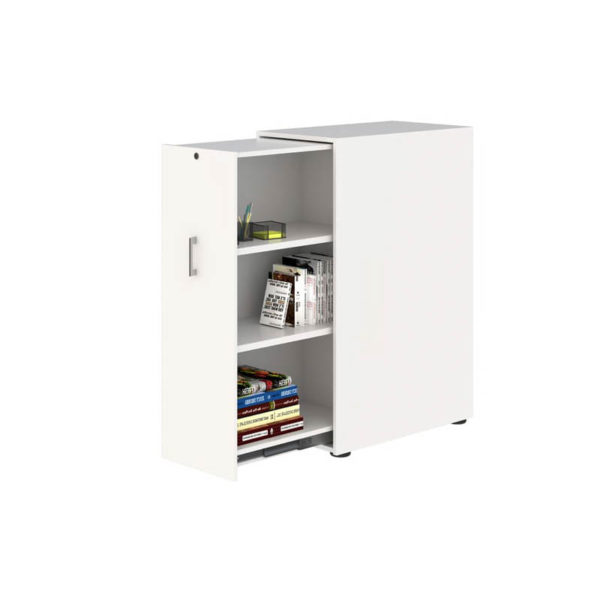 Pull out storage unit with shelves